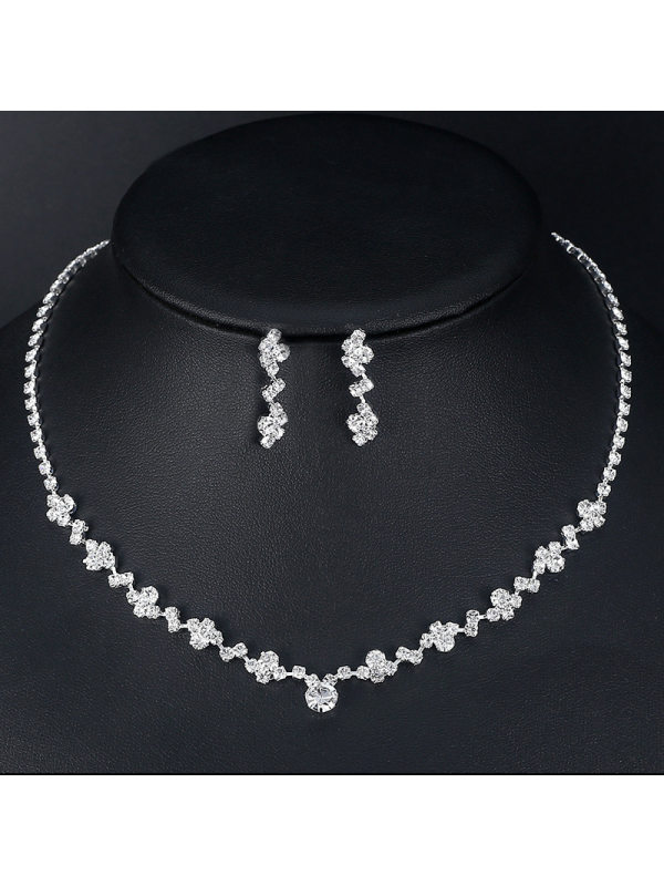 Elegant sparkling diamond necklace and earrings set bridal accessories