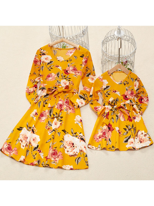Fashion Round Neck Long Sleeve Yellow Flower Printed Mom Girl Matching Dress With Belt