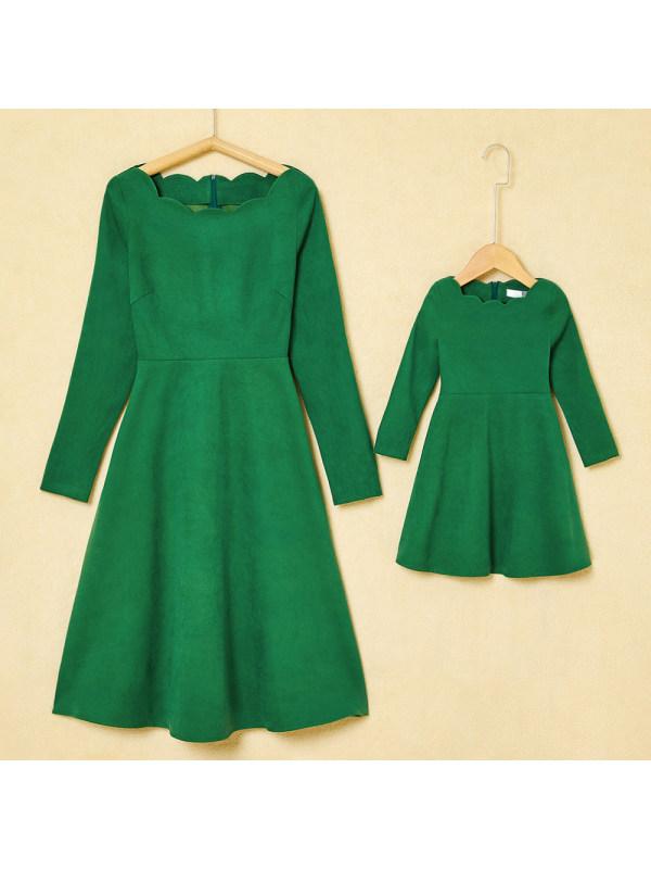 Elegant Wave Neck Long Sleeve Green Mom Girl Matching Dress